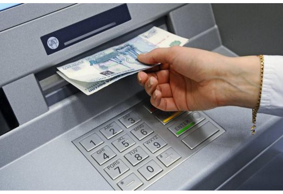 Владельцы банковских карт будут платить комиссию за снятие наличных средств из банкоматов